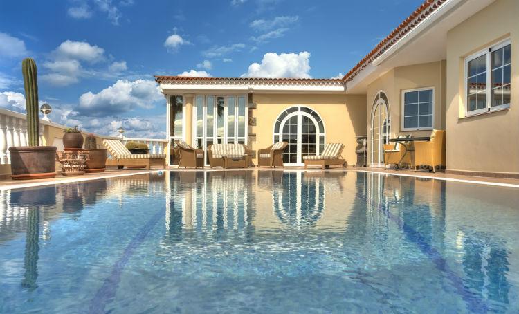 Los 5 materiales asequibles para construir una piscina for Cuanto vale una piscina
