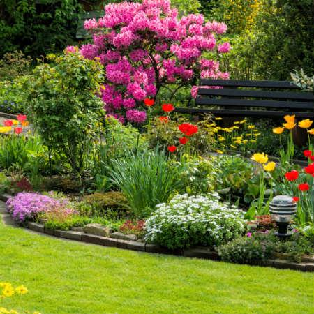 Decoraci n de jardines peque os revista lamudi for Imagenes de jardines verticales pequenos