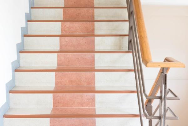 Tipos de escaleras para el hogar revista lamudi for Materiales para escaleras de interior